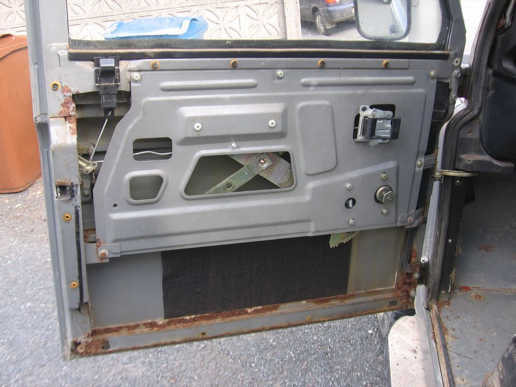 Inside my passenger door nice and rusty & Installing Remote Central Locking on Front Doors - Land Rover ...